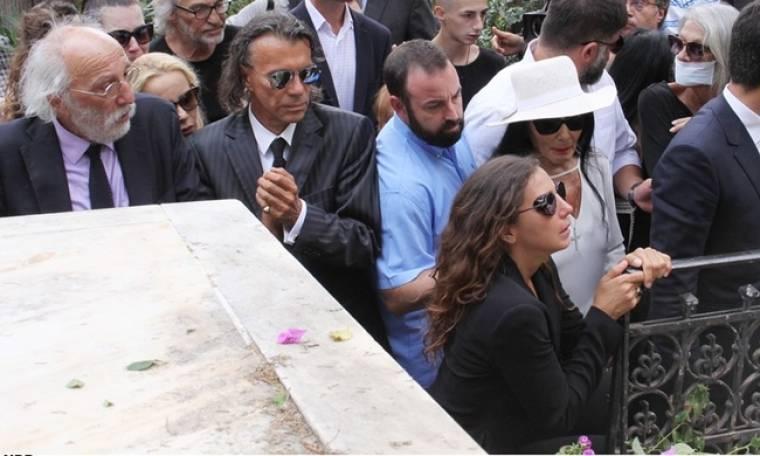 Η μακάβρια ανάρτηση του Ψινάκη με αφορμή το θάνατο της Λάσκαρη
