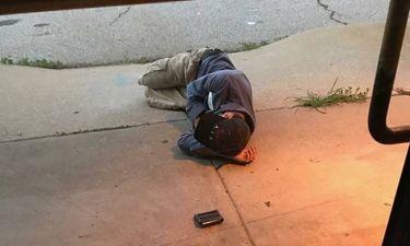 Η συγκινητική στιγμή που ένας άστεγος βρίσκει τον εξαφανισμένο σκύλο του (Pic+Vid)