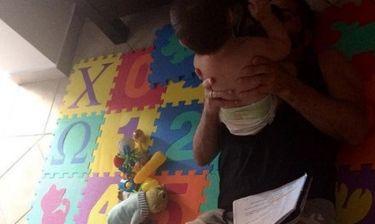 Ο Θανάσης Βισκαδουράκης μελετά παρέα με τον γιο του!