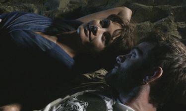 Σαν οικογένεια: Η Νίκη, σε συνεννόηση με την Στέλλα, σπρώχνει τον Μηνά στην αγκαλιά της