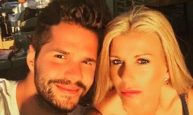 Γιώργος Τσαλίκης: Τρώει καρπούζι με την σύζυγό του και ποζάρουν