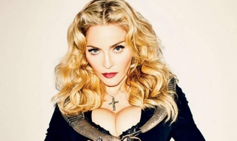 Δείτε την Madonna στο κρεβάτι της