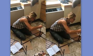 H Τζένη Μπαλατσινού συναρμολογεί τα έπιπλα του σπιτιού της κόρης της στην Αμερική