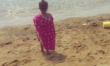 Η φωτό με την μεγάλη κόρη της: «Αντίο, Βόρεια Εύβοια! Ευχαριστούμε για τα μπάνια»