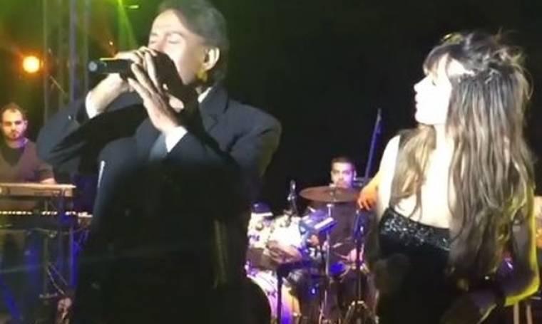 Συνέβη κι αυτό! Η Πάολα στη σκηνή με τον Γιάννη Φλωρινιώτη - Δείτε τη μοναδική στιγμή