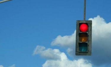 Περνάτε το φανάρι με κόκκινο; Αυτά είναι τα νέα μέτρα που έρχονται