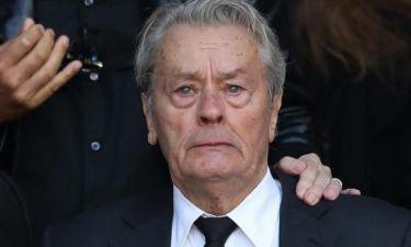 Βούρκωσε ο Alain Delon στην κηδεία της πρώην συντρόφου του