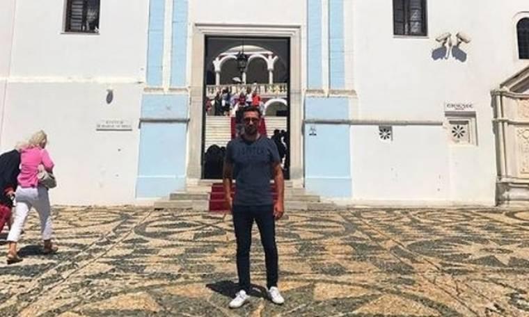 Θάνος Πετρέλης: Πήγε να προσκυνήσει στην Παναγία της Τήνου