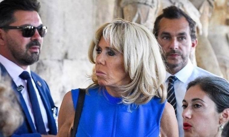 Στην Αρχαία Αγορά με sixties φόρεμα η Brigitte Macron