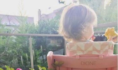 Η Σίσσυ Φειδά φωτογραφίζει την κόρη της