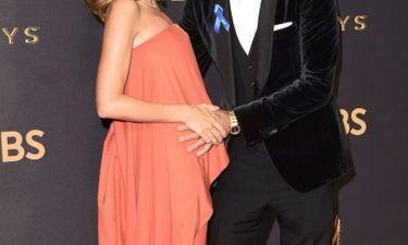 Θα γίνει μπαμπάς για δεύτερη φορά! Η εμφάνιση στο κόκκινο χαλί με την εγκυμονούσα σύζυγό του