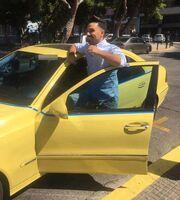 Έλληνας τραγουδιστής έγινε… ταξιτζής