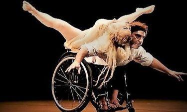 Τσαλιγοπούλου, Μπάμπαλη και Λειβαδάς οδηγούν με τις φωνές τους, άτομα με κινητική αναπηρία