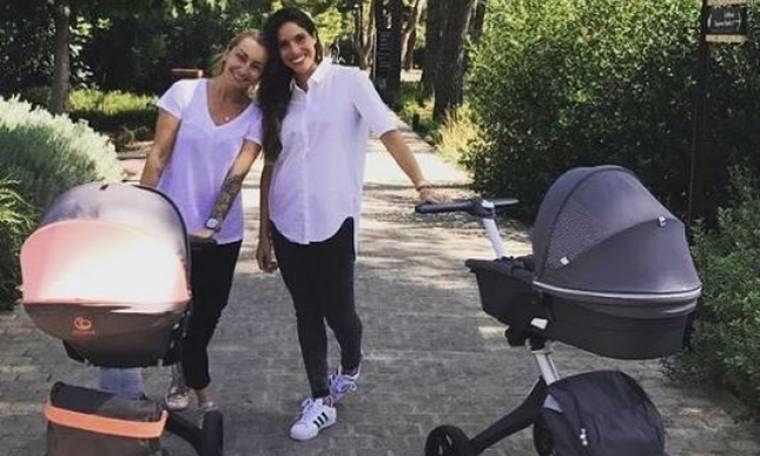 Ρούλα Ρέβη: Η απογευματινή βόλτα της με τα δίδυμα