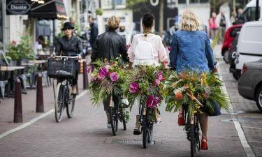 Άμστερνταμ: Στους δρόμους χιλιάδες γυναίκες για την έλλειψη τουαλετών