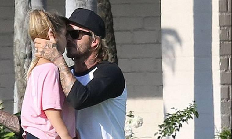 Η τρυφερή αγκαλιά του David Beckham στην κόρη του Harper (pic)
