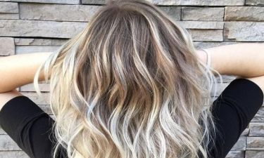 5 πρακτικά tips να καμουφλάρεις την άβαφη ρίζα στα μαλλιά σου!