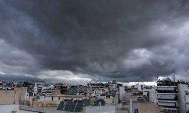 Καιρός: Τοπικές βροχές αύριο, Δευτέρα