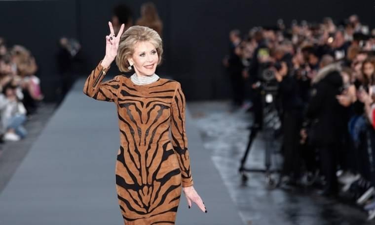 Η 79χρονη Jane Fonda στην πασαρέλα
