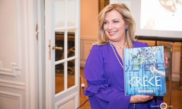 Ντίνα Νικολάου: Παρουσίασε το βιβλίο της στην Ελληνική Πρεσβεία στο Παρίσι