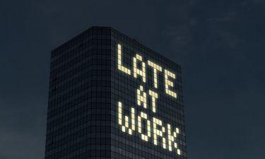 Βραδινή εργασία: Πόσο αυξάνει τον κίνδυνο για παχυσαρκία και συσσώρευση λίπους στην κοιλιά