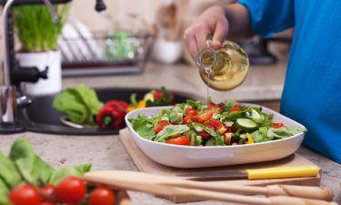 Πόσο λάδι να βάζετε στη σαλάτα για μέγιστη απορρόφηση θρεπτικών συστατικών