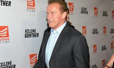 Arnold Schwarzenegger: Δείτε τον 70χρονο ηθοποιό στην προβολή της νέας του ταινίας να ποζάρει με τις