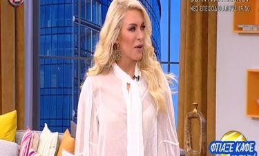 Κατερίνα Καινούργιου: Το σι-θρου πουκάμισό της και ο αγιασμός που της έφερε η καλεσμένη της