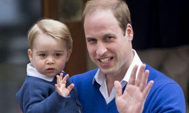 Κι όμως ο πρίγκιπας George παρακολουθεί τηλεόραση με τον πατέρα του!
