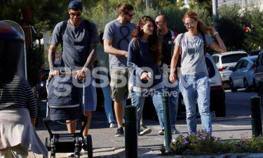 Γιώργος Πρίντεζης-Στέλλα Κωστοπούλου: Βόλτα με την κόρη τους στην Γλυφάδα