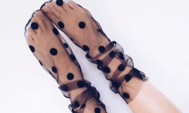 Eτοιμάσου να πάθεις εμμονή με αυτό το νέο trend στις κάλτσες