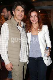 Γνωστή ηθοποιός σε θεατρική πρεμιέρα με τον σύζυγό της