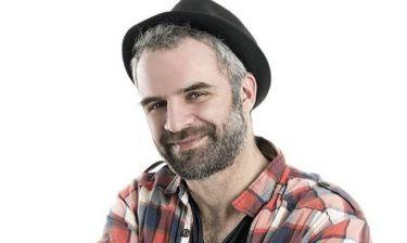 Χρήστος Τριπόδης: «Η γυναίκα μου γελάει με τον ρόλο μου στην Παρθένα Ζωή»