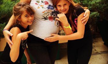 Ενάμιση μήνα πριν τη γέννα αποκάλυψε πως θα γίνει μπαμπάς για τρίτη φορά