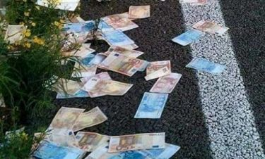 Πανικός στην Εθνική Οδό Κορίνθου - Πατρών: «Έβρεξε» χαρτονομίσματα των 50 και 20 ευρώ!
