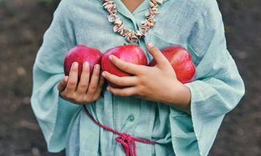 Ο πανεύκολος τρόπος να καθαρίσετε το μήλο σας από τα παρασιτοκτόνα
