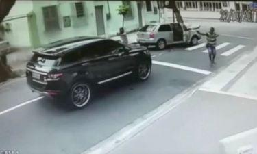 Aπίστευτο βίντεο! Πως ένοπλοι ληστές έκλεψαν το αυτοκίνητο διεθνή Βραζιλιάνου τερματοφύλακα