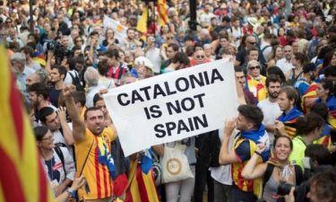 Απόσχιση Καταλονίας: Στους δρόμους οι κάτοικοι – Δάκρυα χαράς για την ανεξαρτησία (pics-vid)
