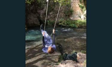 Ποια Ελληνίδα παρουσιάστρια έκανε κούνια δίπλα στο ποτάμι;
