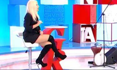 Το σέξι σταυροπόδι της Αννίτας Πάνια «κόλασε» τους τηλεθεατές