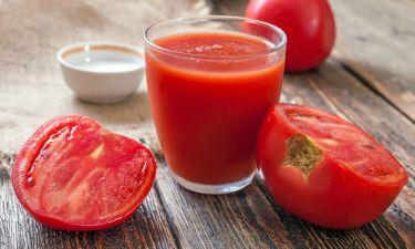 Σπυράκια ακμής: Εξαφανίστε τα με τη δύναμη της ντομάτας
