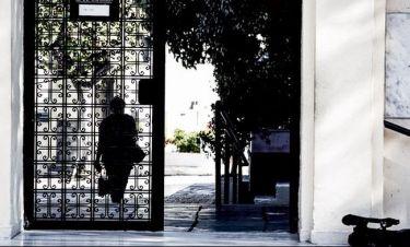 Δολοφονία Δώρας: Γιατί δεν μιλούν στην Αστυνομία οι υπάλληλοι του νεκροταφείου; (Nassos blog)