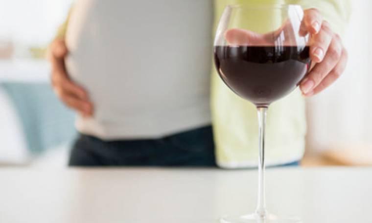 Έρευνα: Το κόκκινο κρασί μπορεί να αυξήσει την πιθανότητα σύλληψης παιδιού