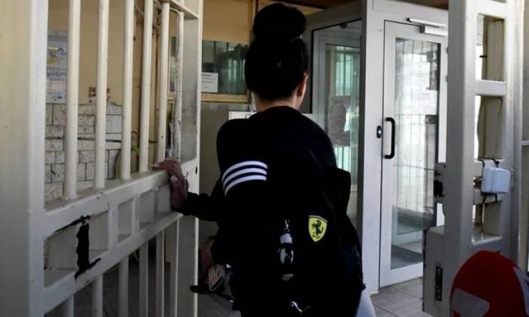 Βίκυ Σταμάτη: Επέστρεψε στη φυλακή - Η άσεμνη χειρονομία στους δημοσιογράφους