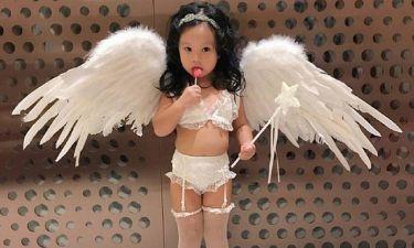 Μαμά έντυσε τη 2χρονη κόρη της «αγγελάκι» της Victoria's Secret προκαλώντας σάλο στο διαδίκτυο