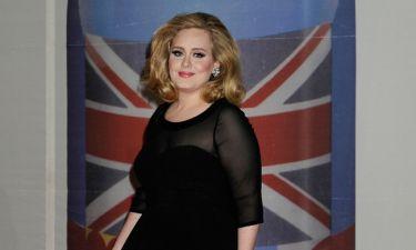 Το «ευχαριστώ» της Adele στον οίκο Burberry που.. «έντυσε τον μεγάλο κ@@@ της»