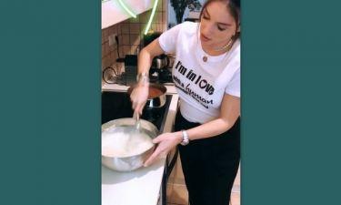 Η εγκυμονούσα Αθηνά Οικονομάκου μπήκε στην κουζίνα και δείτε τι ετοίμασε