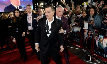 «Λιώμα» στο ποτό ο Johnny Depp στην πρεμιέρα της ταινίας του – Παραπατούσε μπροστά τους φωτογράφους