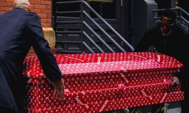 Απίστευτο και όμως αληθινό! Θάφτηκε σε φέρετρο... Louis Vuitton