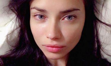 Adriana Lima: Η... κουρασμένη selfie της